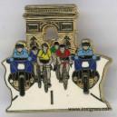 Pin's Tour de France arc de triomphe + jaune + rouge
